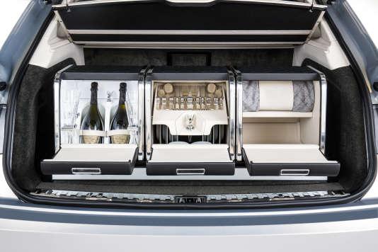 Pour la pause pique-nique, Bentley a pensé à tout. Attention toutefois à ne pas trop secouer les boissons.