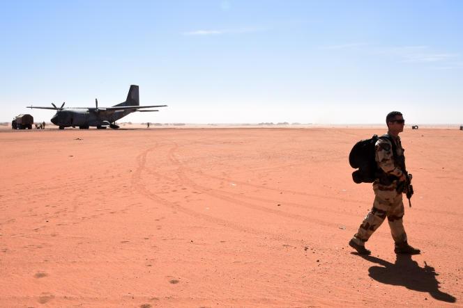 Un soldat français de l'opération Barkhane à Madama, Niger, près de la frontière libyenne, janvier  2015.