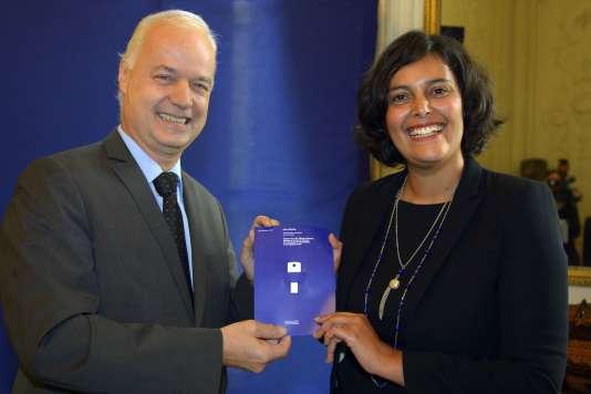 La ministre du travail Myriam El Khomri et Bruno Mettling, directeur général adjoint d'Orange, chargé des ressources humaines, le 15 septembre, lors de la remise de son rapport « Transformation numérique et vie au travail ».