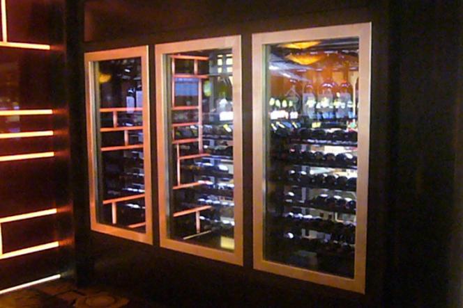 Les armoires à vin, qui assurent température et hygrométrie idéales, peuvent contenir de 13 à 300 bouteilles.