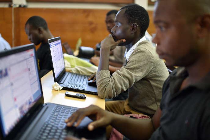 Des participants à un hackathon à Abibjan, en avril 2015.