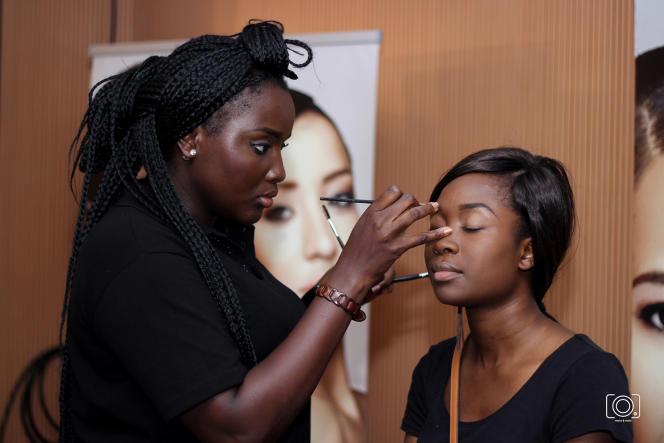 Séance de maquillage, Black Beauty Fair. Abidjan 2015