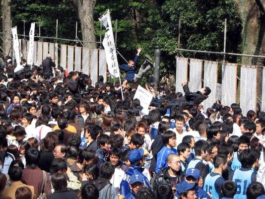 Les résultats des examens d'entrée à l'université de Tokyo, un des établissements qui a refusé de fermer ses départements de sciences sociales.