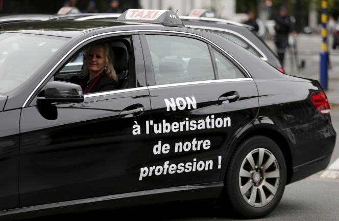 Un taxi manifeste à Bruxelles contre l'entreprise Uber.