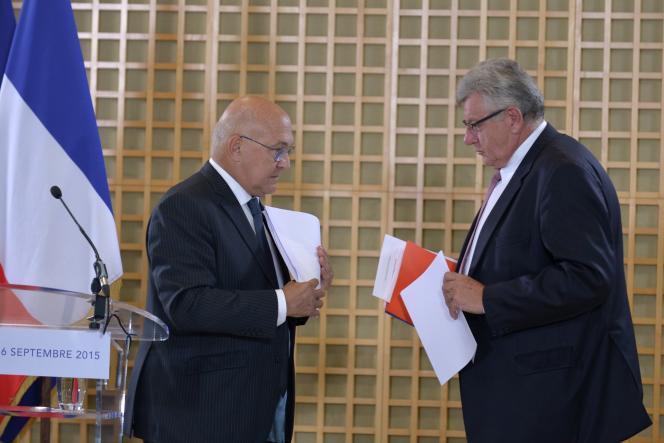 Le ministre des finances Michel Sapin et le secrétaire d'Etat au budget Christian Eckert lors d'une conférence de presse à Bercy, le 16 septembre.