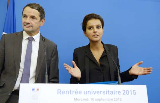 La ministre de l'éducation nationaleNajat Vallaud-Belkacem et Thierry Mandon, secrétaire d'Etat à l'enseignement supérieur, lors de la conférence de presse organisée à l'occasion de la rentrée universitaire 2015, à Paris, le 16 septembre 2015.