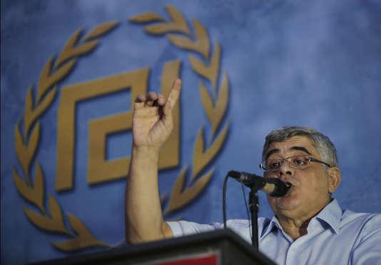 Nikos Michaloliakos, le leader du parti néonazi Aube dorée, pendant un meeting à Athènes le 16 septembre.