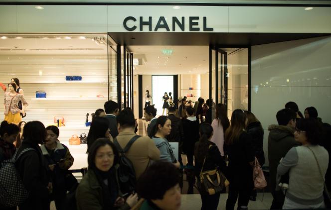 Magasin Chanel à Shanghaï le 19 mars. La rentabilité nette du groupe français de luxe est demeurée exceptionnellement élevée en 2014 (à 19 %).