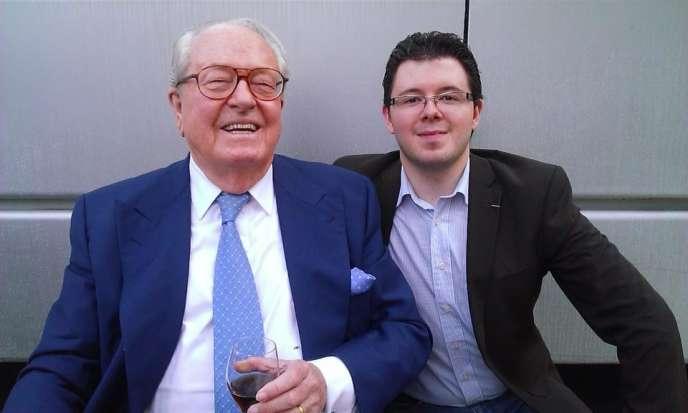 Jean-Marie Le Pen avec Adrien Desport, en février 2014.