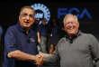 Sergio Marchionne, PDG de Fiat Chrysler Automobiles (à gauche) et Dennis Williams, président du syndicat UAW, à Détroit (Michigan) le 14 juillet.