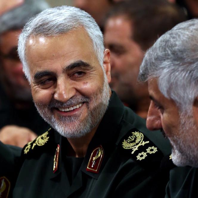 Qassem Soleimani, lors d'une rencontre d'officiers des gardiens de la révolution avec Ali Khamenei, le Guide suprême de la République islamique, à Téhéran, le 16septembre.