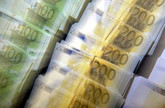De janvier à fin octobre 2015, 16,5 milliards d'euros ont été déposés sur le plan d'épargne logement, portant l'encours à un niveau historique de 232 milliards d'euros.