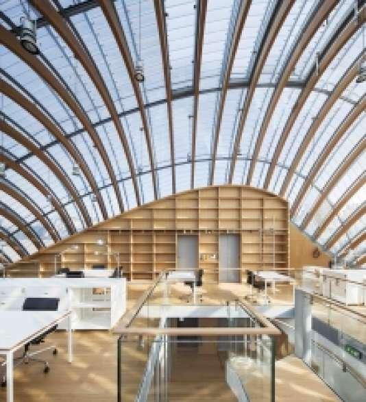Vue intérieure de la bibliothèque de la Fondation Jérôme Seydoux-Pathé.