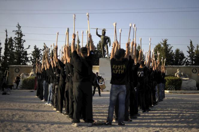 Des militants d'Aube dorée aux Thermopyles, le 5 septembre 2015.