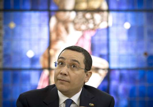 Victor Ponta est le premier chef d'un gouvernement roumain à devoir se défendre devant un tribunal. Ici, en juin.