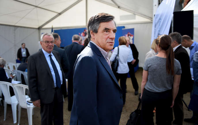 Rentrée de François Fillon au milieu de ses amis, soutiens parlementaires, équipes et adhérents de Force républicaine, à l'abbaye de Rouez-en-Champagne dans la Sarthe le 26 août 2015.