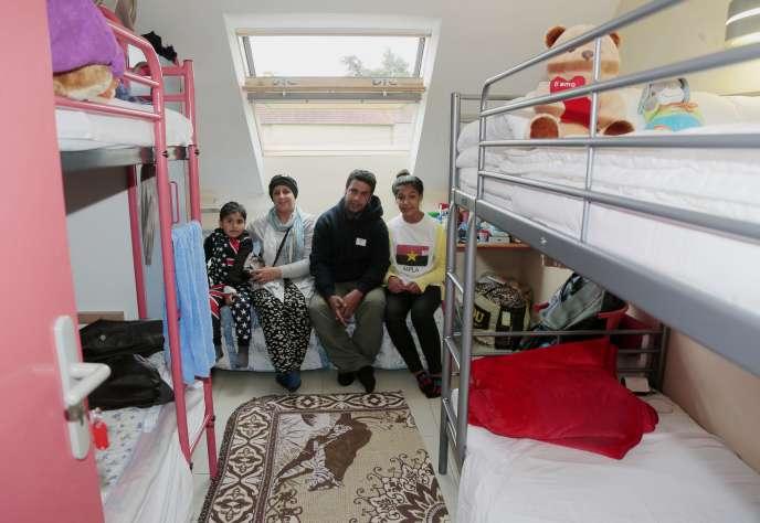 Une famille de réfugiés irakiens dans un centre d'accueil de Cergy, en septembre 2015.