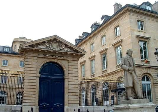 Vue de l'entrée du Collège de France à Paris.