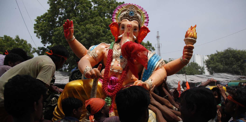 Ganesh Trompe A Droite en inde, la caricature des divinités hindoues n'est plus en