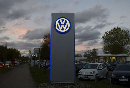 Des nuages noirs s'accumulent au-dessus de Volkswagen, qui a reconnu l'usage d'un programme minimisant les émissions polluantes de ses véhicules diesel aux Etats-Unis et encourt une gigantesque amende.