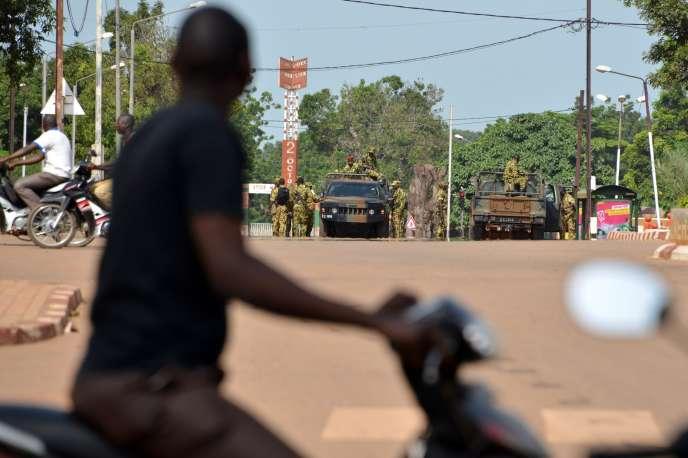 Les militaires putschistes quadrille Ouagadougou, le 17 septembre.