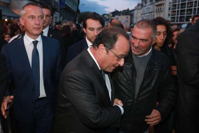 François Hollande avec Bernard Combes, maire de Tulle (à gauche), en Corrèze le 18 septembre.