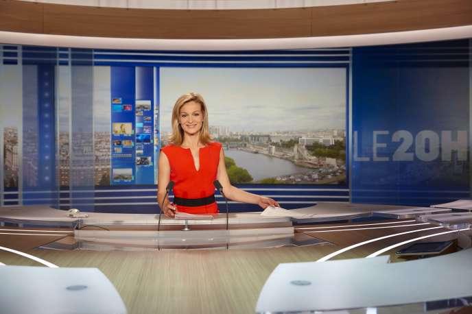 Audrey Crespo-Mara sur le plateau du JT de TF1