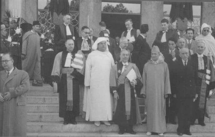 Inauguration de la faculté des lettres de Rabat par le roi Mohammed V et par son fondateur et premier doyen, l'historien Charles-André Julien, en 1957.