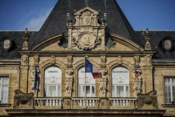 Les maires de France appellent à manifester samedi 19 septembre pour protester contre la nouvelle diminution, jugée trop importante, des fonds alloués par l'Etat aux collectivités.
