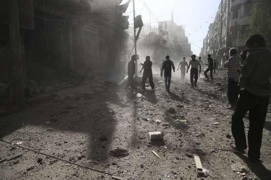 L'armée syrienne a utilisé pour la première fois mercredi 23 septembre des drones fournis par la Russie. (Photo de bombardements de l'armée à Douma, à l'est de Damas, le 19 septembre.)
