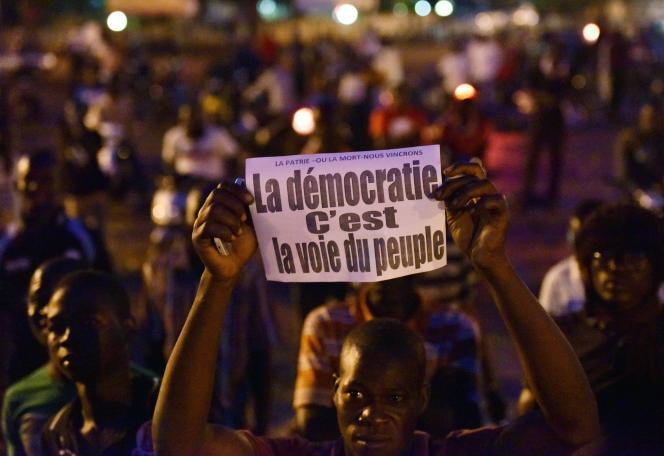 Manifestation contre le coup d'Etat, vendredi 18 septembre, à Bobo Dioulasso, la deuxième ville du Burkina Faso.