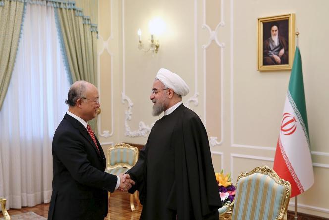 Le chef de l'Agence internationale de l'énergie atomique, Yukiya Amano, et le président iranien, Hassan Rouhani, le 20 septembre à Téhéran.