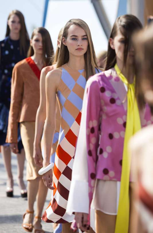 Défilé printemps-été 2016  Jonathan Saunders, Fashion Week de Londres, le 20 septembre 2015.