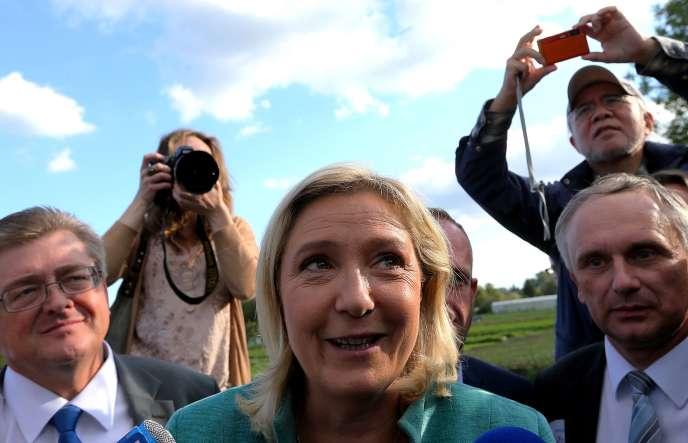 Dans le Nord-Pas-de-Calais-Picardie, l'heure n'est pas encore aux débats d'idées. L'élection régionale est polluée par l'hyper médiatisation suscitée par l'éventuelle victoire de l'extrême droite. (Marine Le Pen lors du lancement de sa campagne à Amiens, le 20 septembre.)