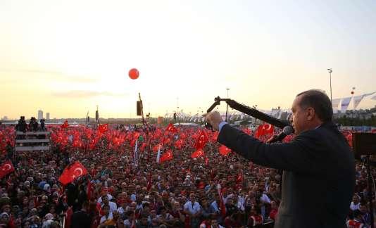 """Le président Erdogan lors d'un rassemblement """"anti-terroriste"""" à Istanbul, le 20 septembre."""