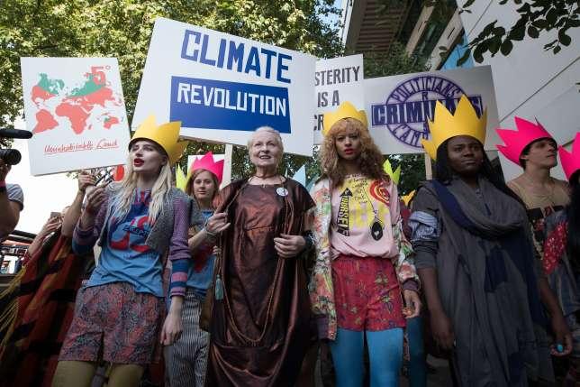 282 personnalités britanniques, dont la styliste Vivienne Westwood (au centre), ont signé une lettre en faveur du maintien du Royaume-Uni dans l'Union européenne.