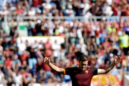 Totti célébrant son 300e but en Serie A, le 20 septembre.