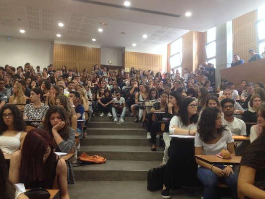 Une salle de cours de l'université de Montpellier particulièrement bondée.