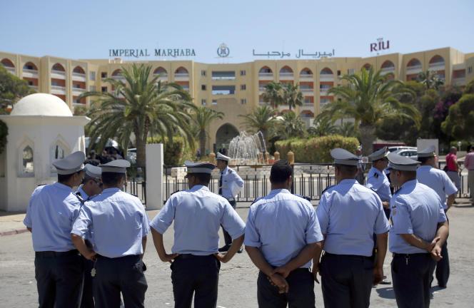 Des policiers tunisiens, à Sousse, en juin 2015.