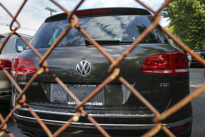 Les autorités américaines ont ouvert une enquête pénale contre le constructeur allemand, qui a reconnu avoir manipulé les données sur les émissions polluantes de ses véhicules diesel produits aux Etats-Unis, selon des médias américains, lundi 21 septembre.