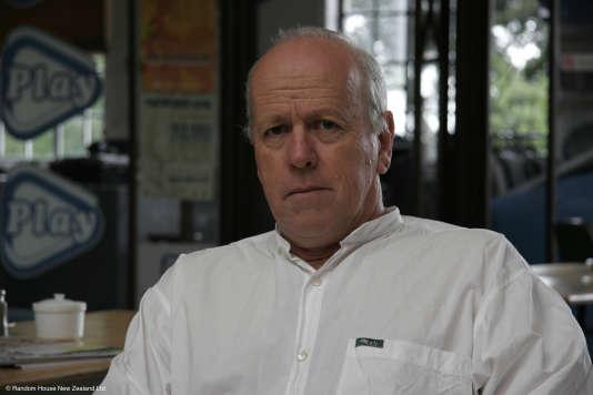 """""""Dire que mon livre peut nuire à la jeunesse démontre une ignorance totale du fonctionnement du monde aujourd'hui"""", a déclaré, Ted Dawe,  l'auteur de """"Into the River""""."""