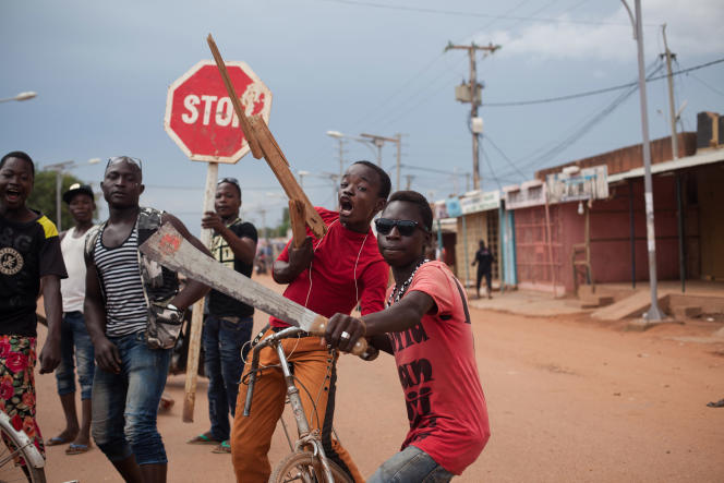 Journée de blocus dans les rues de Ouagadougou le 21 septembre 2015. Malgré les descentes du RSP, qui tire à balles réelles, les manifestants bloquent les rues contre le coup d'Etat du général Diendéré.