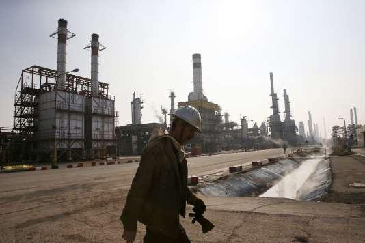 Une raffinerie de pétrole, à Téhéran, en 2014.