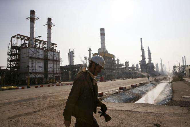 Raffinerie en Iran. Le pays détient les premières réserves de gaz du monde et son pétrole, de bonne qualité, est peu coûteux à produire.