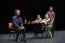 """"""" Ce ne andiamo per non darvi altre preoccupazioni """" (""""Nous partons pour ne plus vous donner de soucis""""), de  Daria Deflorian et Antonio Tagliarini, au Théâtre de la Colline."""