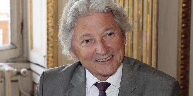 Dominique Rousseau, professeur de droit constitutionnel à l'Université Paris 1 Panthéon-Sorbonne, ancien membre du Conseil supérieur de la magistrature de 2002 à 2006.