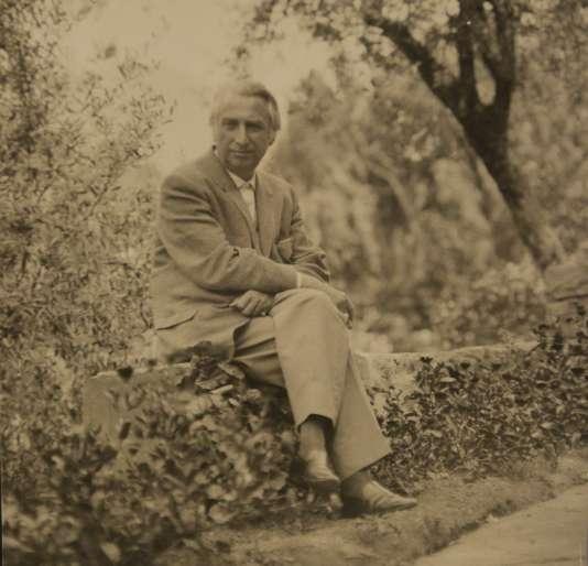 Le critique littéraire et sémiologue français Roland Barthes.