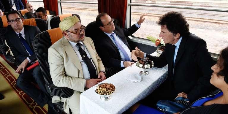 Le Roi du Maroc Mohammed VI, François Hollande, Jack Lang et Myriam El Khomri dans le train près de Tanger le 20 septembre 2015.
