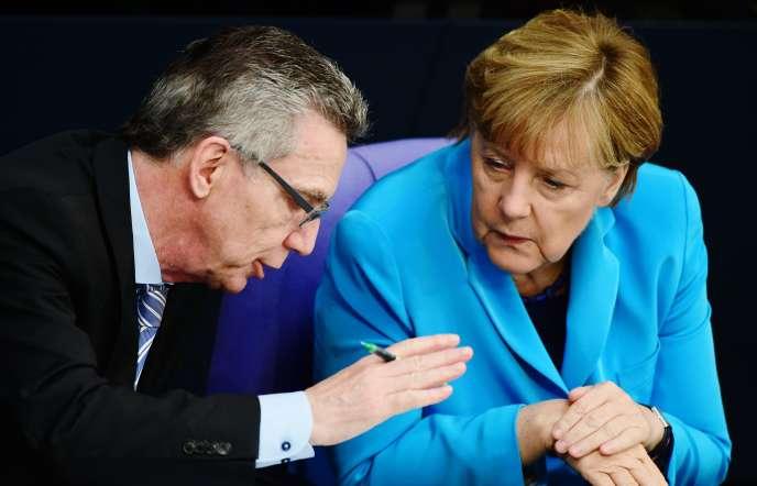 La chancelière allemande Angela Merkel et Thomas de Maizière, ministre de l'intérieur au Bundestag, le 9 septembre.