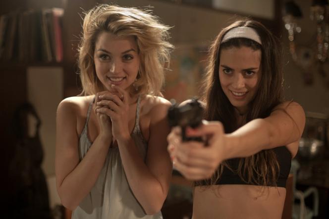 Ana de Armas et Lorenza Izzo dans le film américain d'Eli Roth,